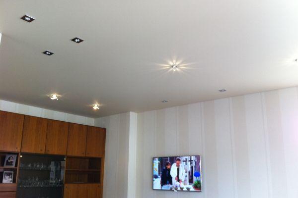deckenlicht-tv-an-die-wandA955AB49-4FE0-3808-53DD-CCB15470C9E1.jpg