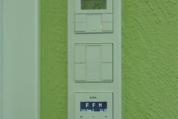gira-radio0FF37D79-A15F-227B-5A7F-5AA562A8E7E2.jpg